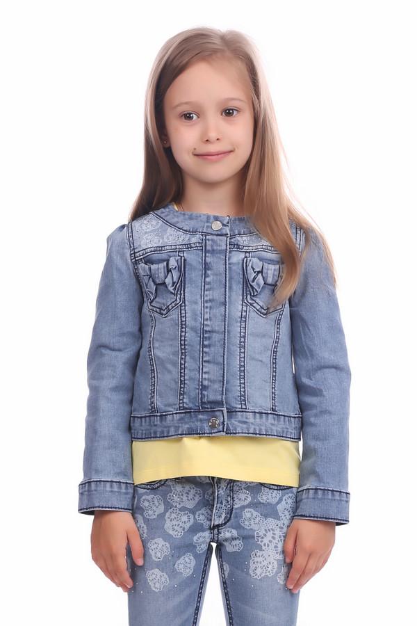 Куртка BrumsКуртки<br>Куртка Brums для девочки. Голубая курточка смотрится стильно и женственно. Малышка будет рада такой обновке и может захотеть носить ее не снимая. Стильная застежка спереди, а также сочетание разных тканей: однотонной и со светлым рисунком, а также нагрудные карманы с изящными бантами – все достоинства этой курточки нелегко перечислить. Демисезонная вещь.<br><br>Размер RU: 30;122<br>Пол: Женский<br>Возраст: Детский<br>Материал: см. на вшивном ярлыке 0%<br>Цвет: Голубой