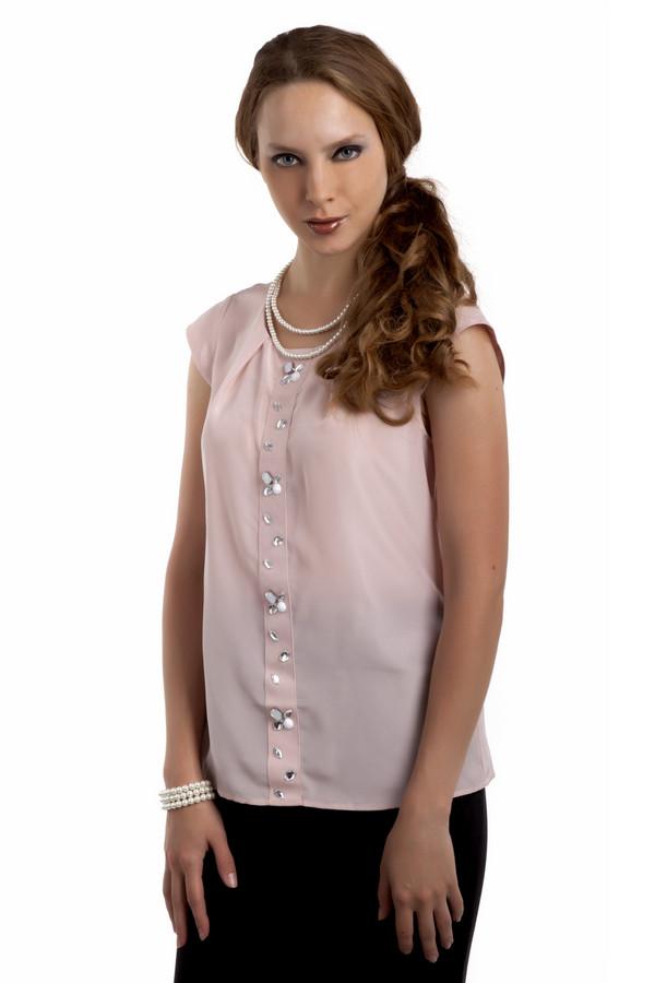Блузa Just ValeriБлузы<br>Легкая женственная блуза Just Valeri свободного кроя представлена в двух цветах, нежно-розовом и черном. Изделие дополнено: круглым вырезом, застежкой на одной пуговице на спинке и короткими рукавами. Блуза оформлена декором из камней и страз.<br><br>Размер RU: 42<br>Пол: Женский<br>Возраст: Взрослый<br>Материал: полиэстер 100%<br>Цвет: Розовый