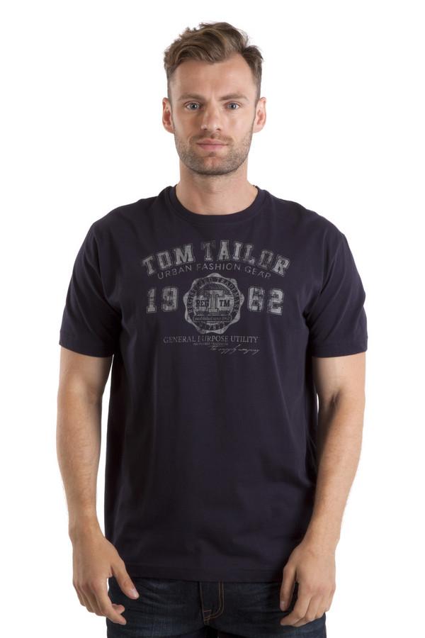 Футболкa Tom TailorФутболки<br>Темно-синяя футболка бренда Tom Tailor прямого кроя. Изделие дополнено: круглым вырезом ворота и короткими рукавами. Футболка декорирована стильным принтом с атрибутами и названием бренда.<br><br>Размер RU: 48-50<br>Пол: Мужской<br>Возраст: Взрослый<br>Материал: хлопок 100%<br>Цвет: Синий