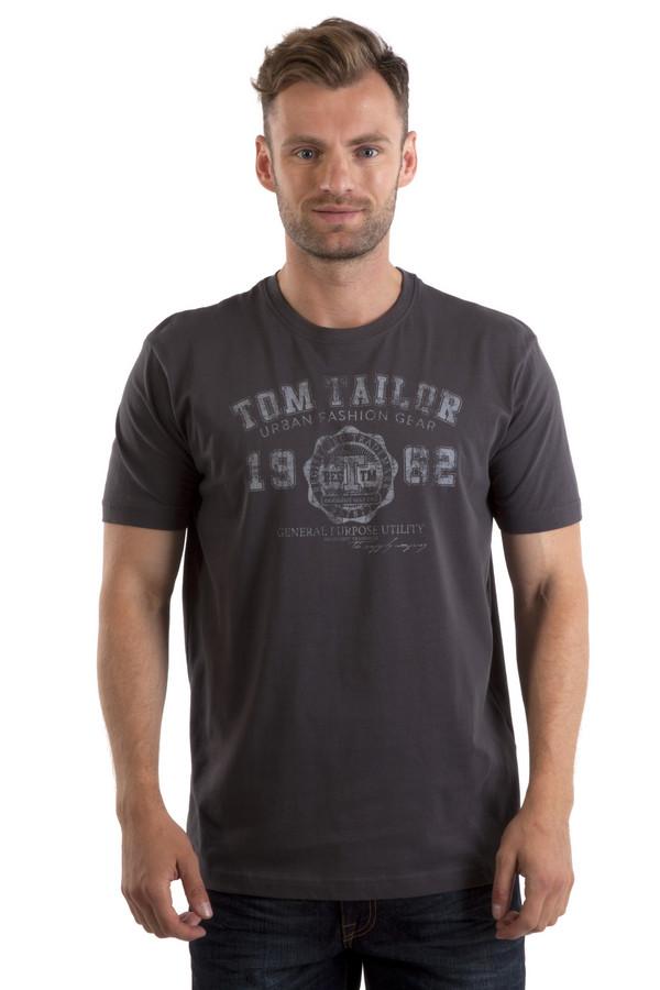 Футболкa Tom TailorФутболки<br>Темно-серая футболка бренда Tom Tailor прямого кроя. Изделие дополнено: круглым вырезом ворота и короткими рукавами. Футболка декорирована стильным принтом с атрибутами и названием бренда.<br><br>Размер RU: 46-48<br>Пол: Мужской<br>Возраст: Взрослый<br>Материал: хлопок 100%<br>Цвет: Серый
