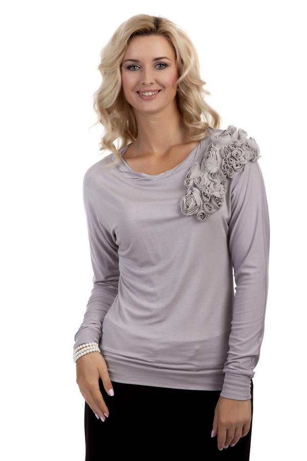Блузa PezzoБлузы<br>Женственная блуза Pezzo представлена в двух цветах, темно-коричневом и светло-серым. Изделие дополнено: круглым вырезом и длинными рукавами. Блуза декорирована цветами из ткани.<br><br>Размер RU: 48<br>Пол: Женский<br>Возраст: Взрослый<br>Материал: вискоза 95%, спандекс 5%<br>Цвет: Серый