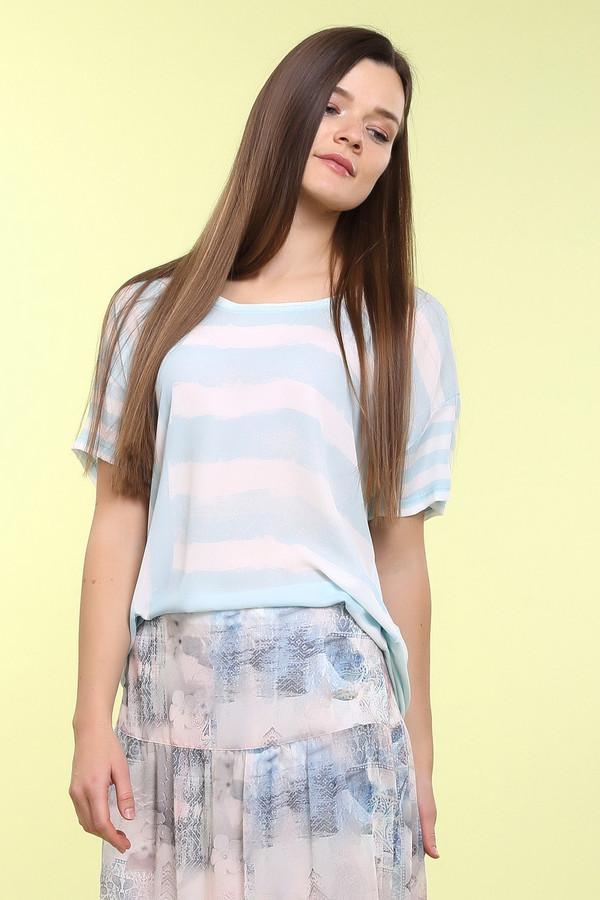 Блузa Betty BarclayБлузы<br>Блузa Betty Barclay женская бело-голубая. Лёгкая свободная блуза – отличный вариант для лета. Короткий рукав с заниженной проймой не стесняет движений и способствует хорошей вентиляции тела даже в летний зной. Лиф блузы с чередованием вертикальных и горизонтальных голубых полос на белом фоне смотрится очень эффектно. Состав: 100% полиэстер.<br><br>Размер RU: 50<br>Пол: Женский<br>Возраст: Взрослый<br>Материал: полиэстер 100%<br>Цвет: Белый