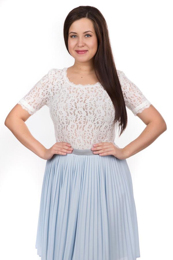 Блузa Betty BarclayБлузы<br>Блузa Betty Barclay белая. Отличная модель – легкая и невесомая – понравится романтичной натуре. Ее прозрачность и необычный плавный край подчеркнут ваши женственность и шарм. Вы можете носить ее навыпуск или заправляя в юбку или брюки. Состав: эластан, ацетат. Оптимальный выбор для теплых летних дней. Чудесно комбинируется с самой разной одеждой.<br><br>Размер RU: 50<br>Пол: Женский<br>Возраст: Взрослый<br>Материал: эластан 10%, ацетат 90%<br>Цвет: Белый
