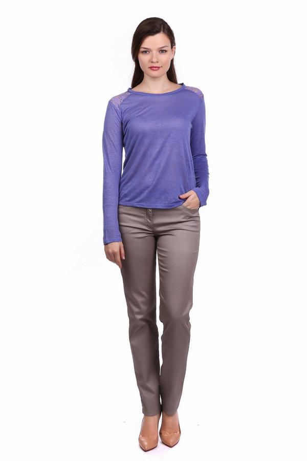 Джинсы Betty BarclayДжинсы<br>Джинсы Betty Barclay коричневые. Превосходнейшая модель с легким блеском. В таких брюках вы будете смотреться действительно по-королевски. Удобные карманчики и практичная застежка спереди на 2 пуговицы – чудесное дизайнерское решение для вашего комфорта. Такие брюки вы сможете носить круглый год, сочетая их с самым разным верхом – однотонными или яркими пуловерами, стильными топами и блузами. Состав: эластан, хлопок.<br><br>Размер RU: 52<br>Пол: Женский<br>Возраст: Взрослый<br>Материал: эластан 3%, хлопок 97%<br>Цвет: Коричневый