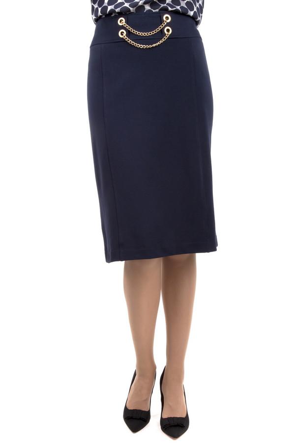 Юбка PezzoЮбки<br>Стильная юбка Pezzo прямого кроя представлена в двух цветах, черном и темно-синем. Изделие дополнено: оригинальной фурнитурой на талии, шлицем и скрытой молнией сзади.<br><br>Размер RU: 52<br>Пол: Женский<br>Возраст: Взрослый<br>Материал: вискоза 68%, нейлон 26%, спандекс 6%<br>Цвет: Синий