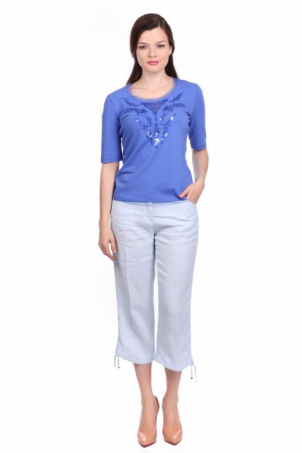 Бриджи BraxБриджи<br>Летние бриджи из натуральной ткани - необходимый атрибут в гардеробе любой модницы. С бриджами голубого цвета можно носить любой верх: майку, футболку, кокетливую блузочку - все зависит от того, куда вы направляетесь, на работу или вечеринку с друзьями. Бриджи имеют два прорезных кармана, застегиваются на молнию и пуговицу, по низу штанин продета тесьма для регулировки ширины, сзади брюк так же есть два накладных кармана. Бриджи удобно сидят и подчеркивают фигуру. Состав: 100% лен.<br><br>Размер RU: 50<br>Пол: Женский<br>Возраст: Взрослый<br>Материал: лен 100%<br>Цвет: Голубой