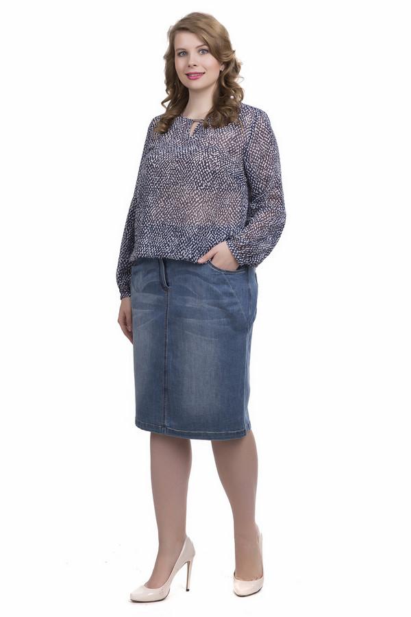 Блузa SteilmannБлузы<br>Блуза фирмы Steilmann синего цвета. Модель выполнена свободным покроем. Ткань изготовлена из 100% полиэстера. Ворот округлый с разрезом в виде  капли , закрепляет разрез тесьма с металлическим украшением. Рукава втачные, свободного кроя, длинные обшиты узкой тесьмой. Блуза выполнена из полупрозрачной ткани, при этом смотрится великолепно предназначена для летнего использования. Модель найдет достойное место в вашем гардеробе.